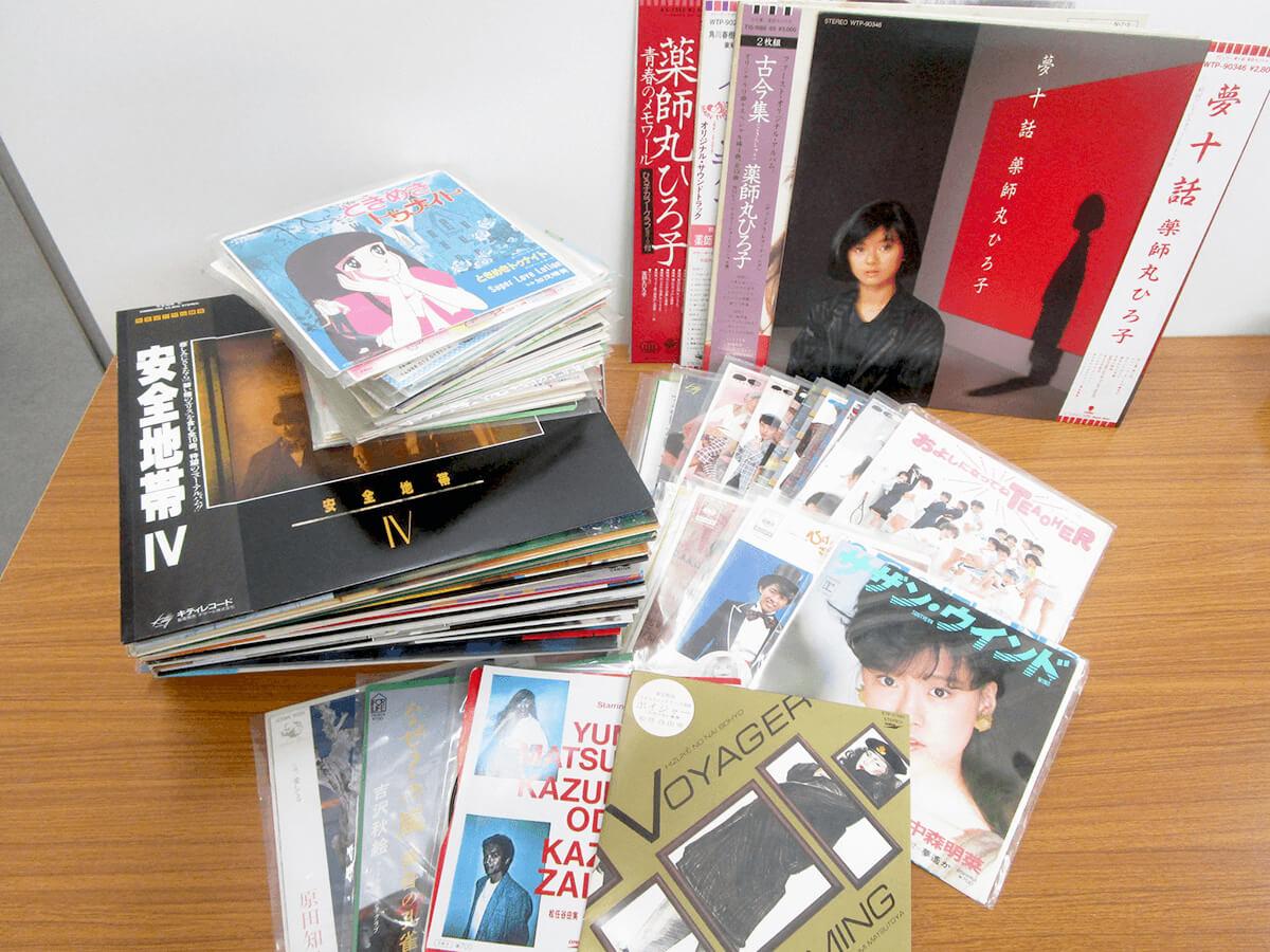 大阪のレコード買取専門店「TU-Field」では、おニャン子クラブ、うしろゆびさされ組、薬師丸ひろ子、チェッカーズ、シブがき隊、渡辺満里奈、松田聖子などのレコードを高価買取しております