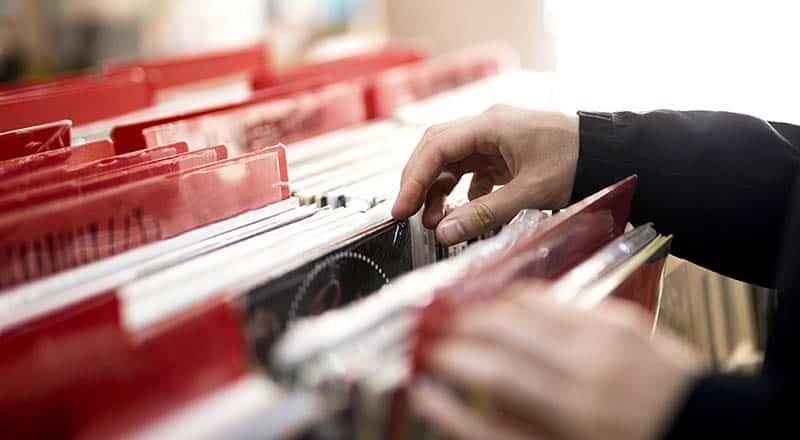 レコードを処分する前に、レコード専門店「TU-Field」に相談してください