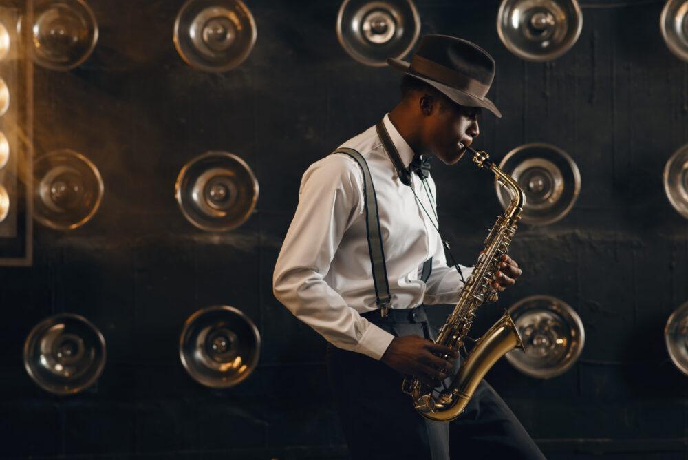 ジャズを演奏する人