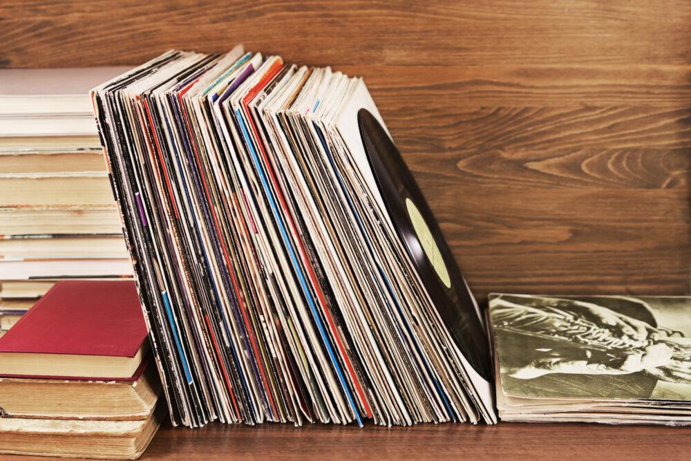 陳列されたドーナツ盤レコード