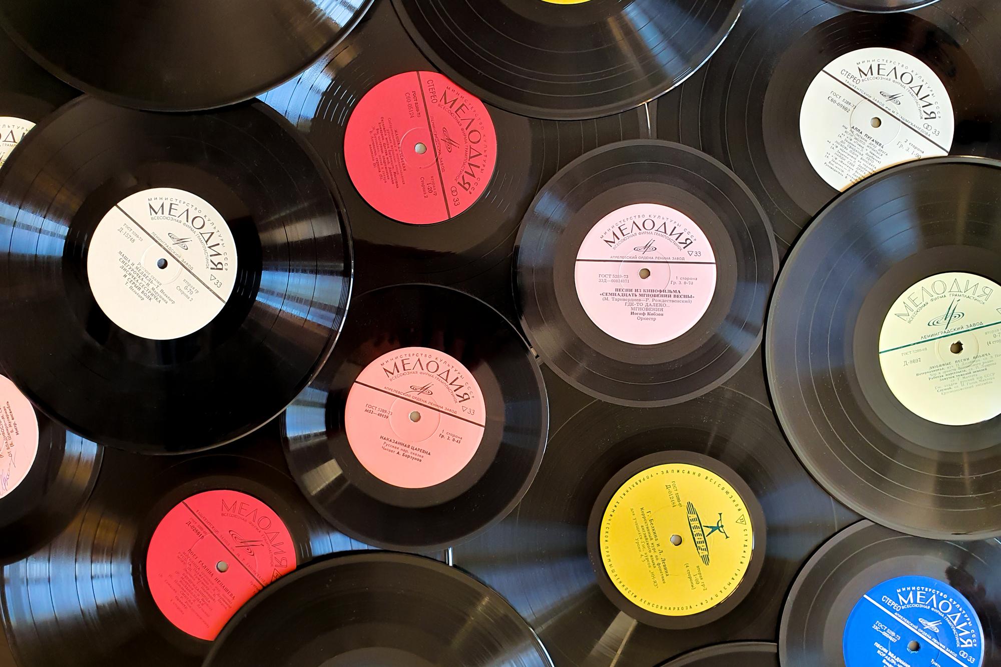 多数のドーナツ盤レコード